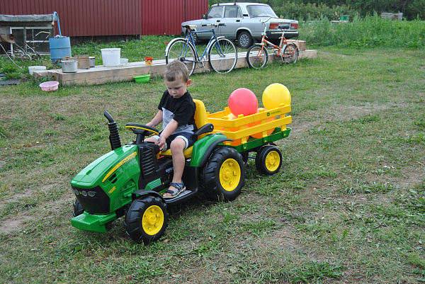 Электротрактор John Deere Ground Force Peg-Perego